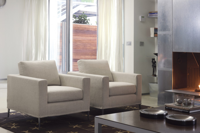 Waiting room or living room armchair with tapered legs in chrome metal or wood